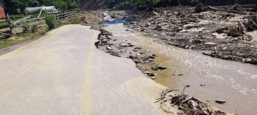 Düzce'nin, meydana gelen su baskını ve toprak kayması nedeniyle
