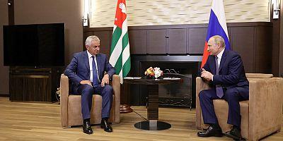 Cumhurbaşkanı Hacimba Soçi'de Rusya Devlet Başkanı Putin ile Görüştü